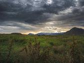 Severní krajina s zelené louky a hory, Island
