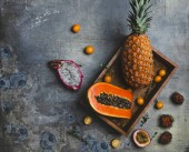Fotografie passion fruit and pineapple
