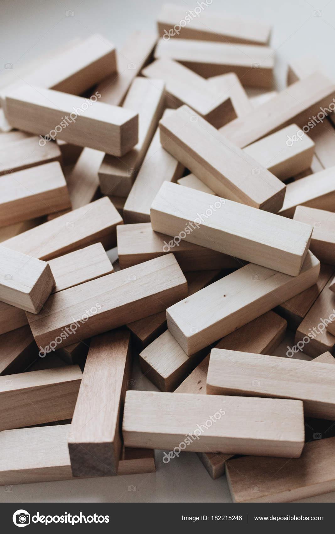 Monton Bloques Pequenos Madera Para Juego Mesa Jenga Foto De Stock