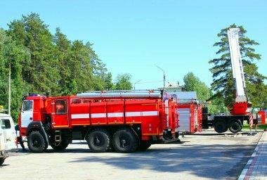 İtfaiye arabası, yangın ortadan kaldırmak için taşıma. Yangınla mücadele donanımları