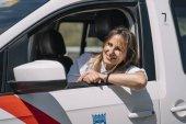 Řidička auto taxi vozidlo představovat