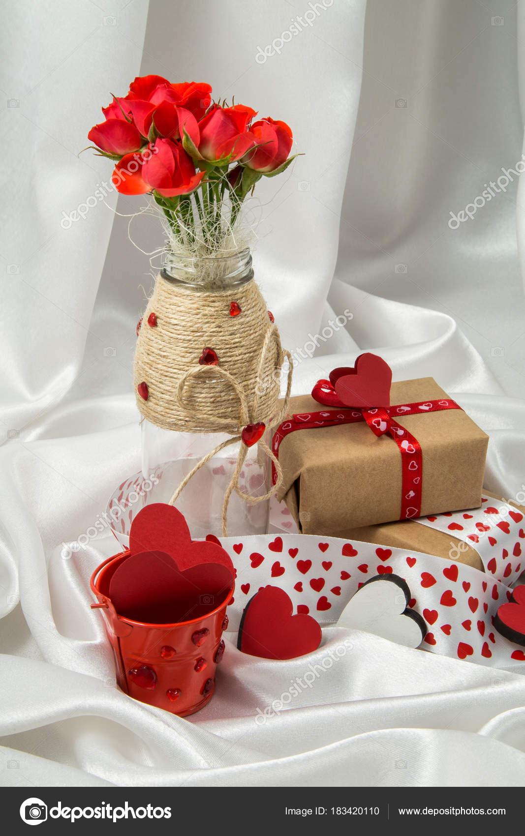 Red White Otkrtyka Hearts Vase Roses Gift Ribbons Valentine Day