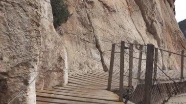 Walker in dangerous El Caminito del Rey track