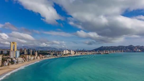 Panoramatické čas zanikla pohled Benidorm s vysokými budovami, hory a moře