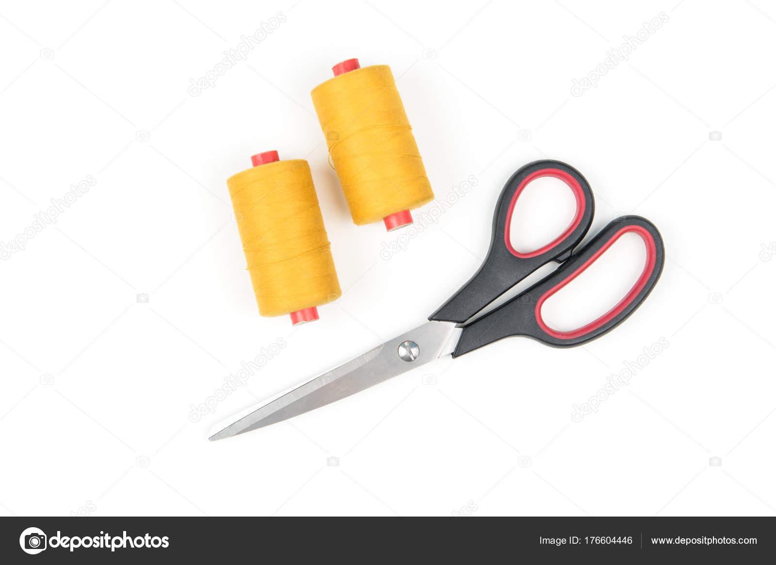 Dos Bobinas Hilo Coser Color Con Unas Tijeras Metal Sobre — Foto de ...