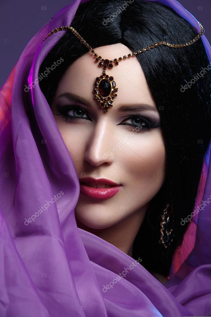 Schone Madchen Mit Arabischen Make Up Stockfoto C Svetography