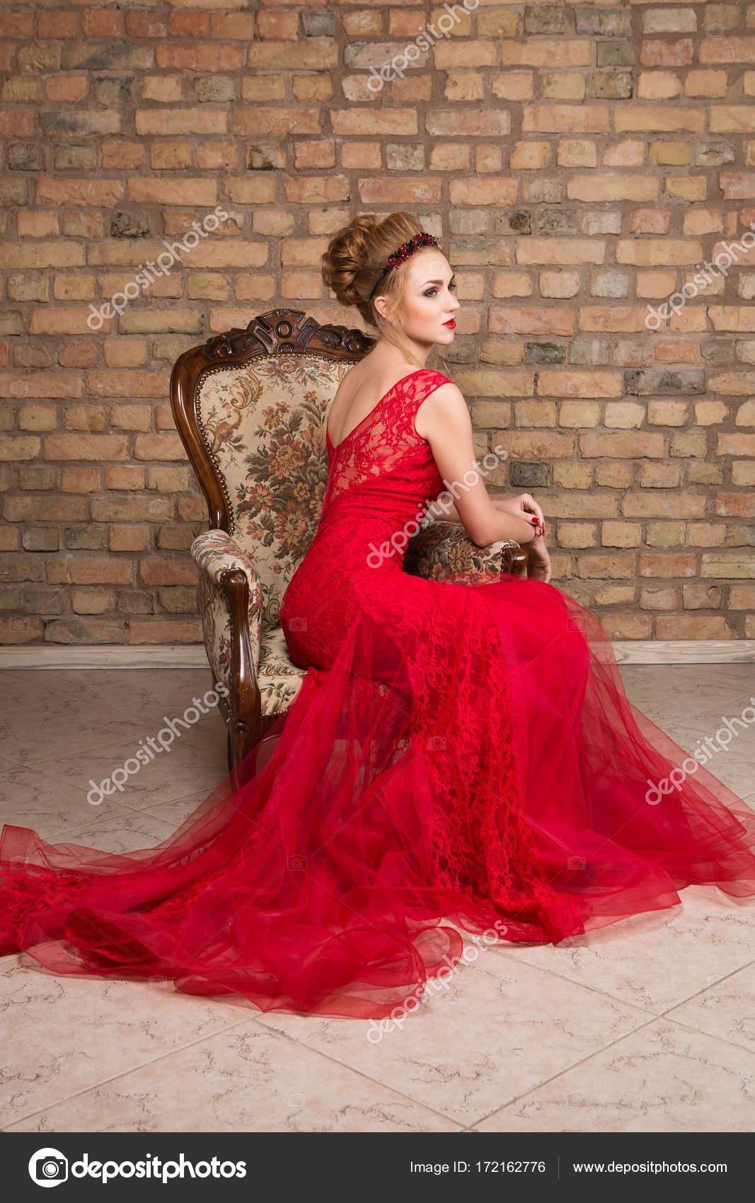 Rode Trouwjurk.Mooi Meisje In Trouwjurk Stockfoto C Svetography 172162776