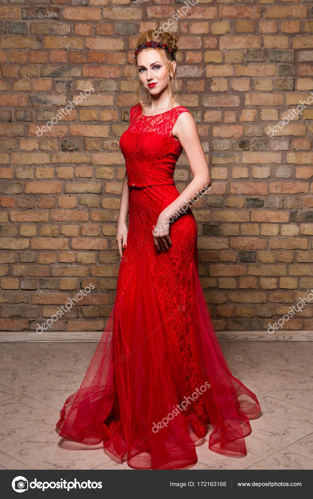 Rode Trouwjurk.Mooi Meisje In Trouwjurk Stockfoto C Svetography 172163168