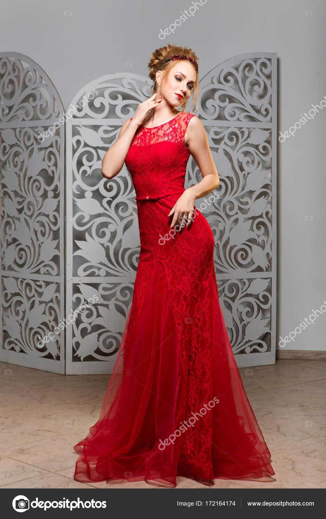 Rode Trouwjurk.Mooi Meisje In Trouwjurk Stockfoto C Svetography 172164174