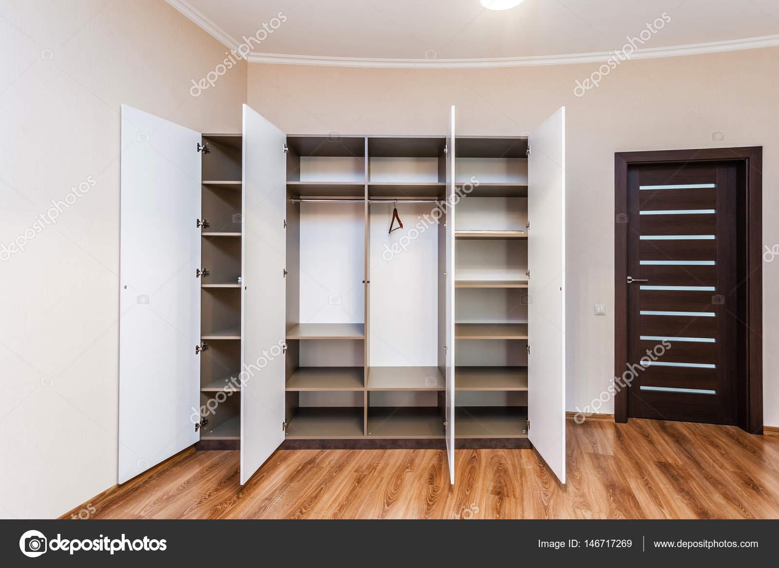 Liebenswert Moderne Garderobe Ideen Von Met Geopende Deuren — Stockfoto