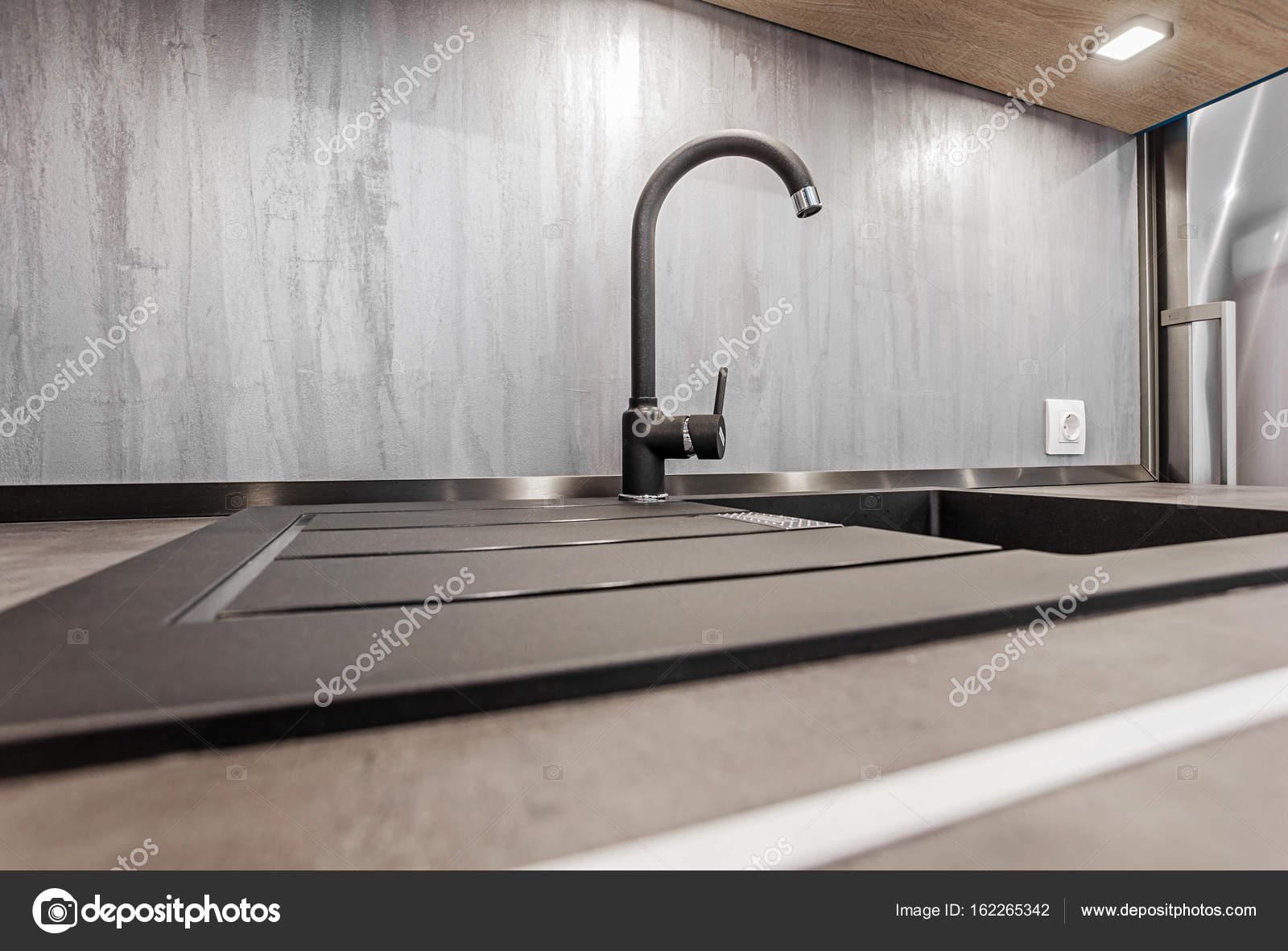 Cocina moderna. Grifo y fregadero — Fotos de Stock © fly_wish #162265342