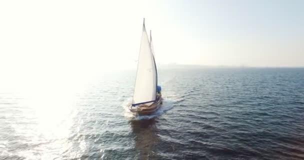 Vitorlas hajo nyitott csónakvitorla, a tengeri navigáció