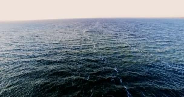 Velké množství vody.