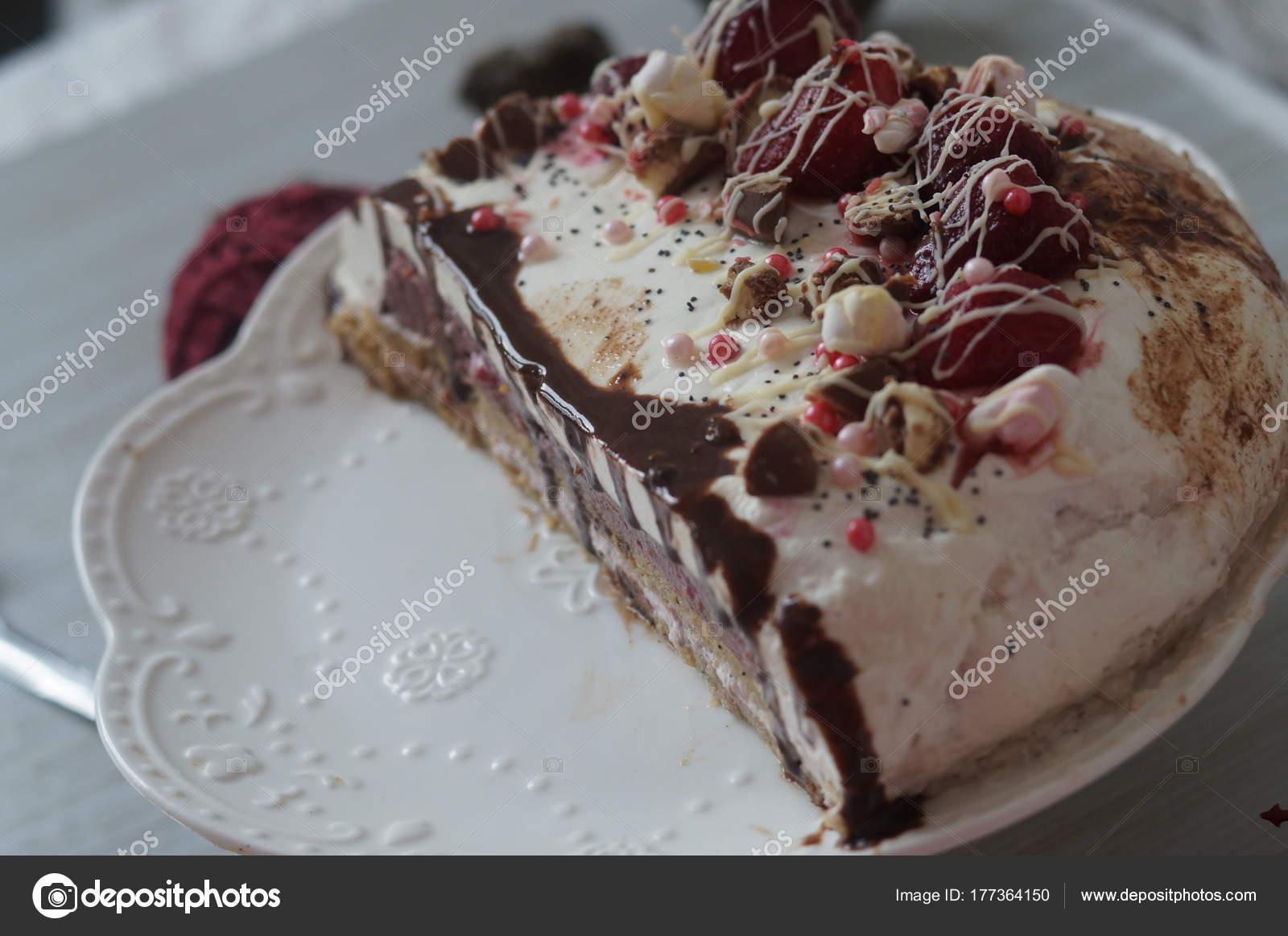Sanfte Muscovy Kuchen Mit Himbeer Quark Und Mohn Kuchen Dekoriert