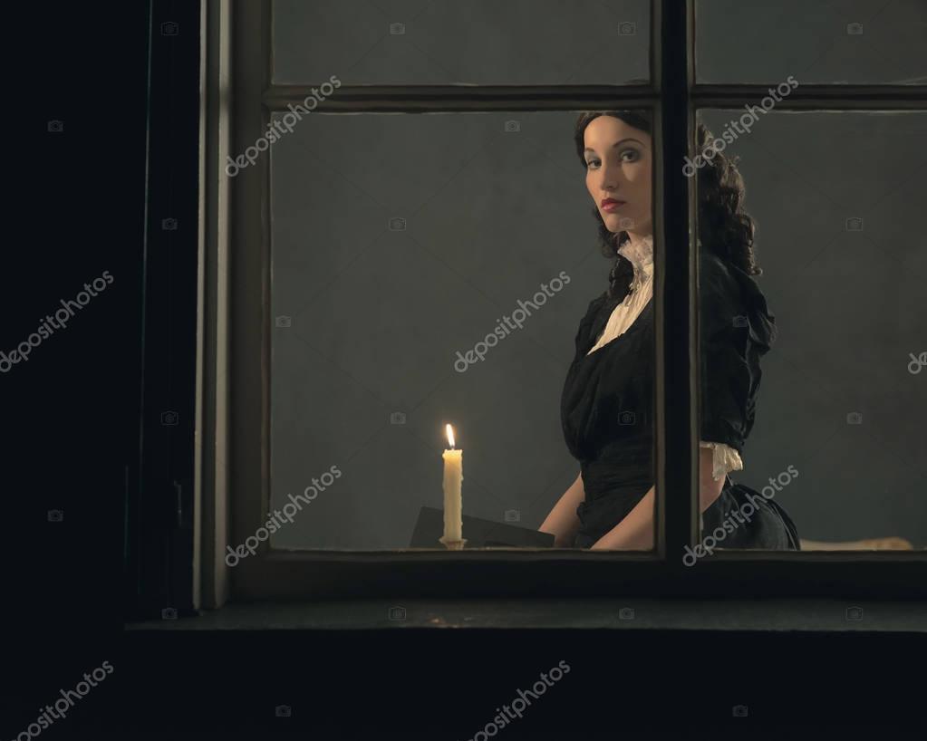 Libro De Explotación De La Mujer Por La Luz De Las Velas