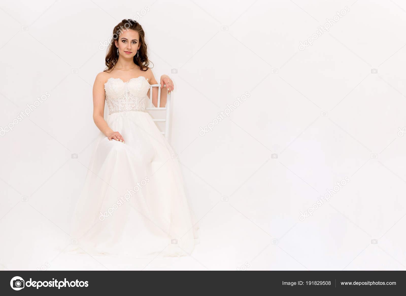 f42e11ed4c608ee Красивая Невеста Белом Свадебном Платье Разных Позах Белом Фоне ...