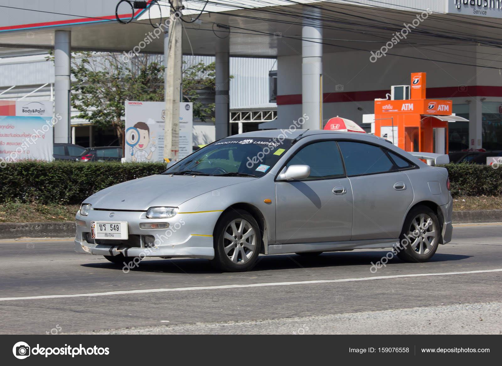 Private Alte Auto Mazda 323 Astina Redaktionelles Stockfoto