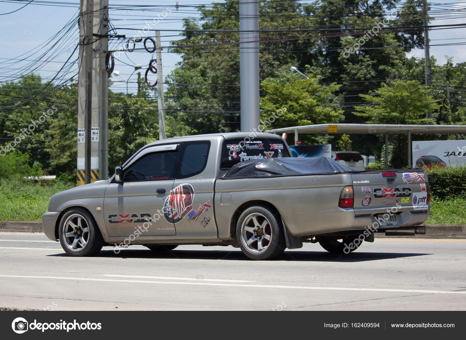 Voiture Prive Vieux Pickup Mitsubishi Strada Photo Editoriale