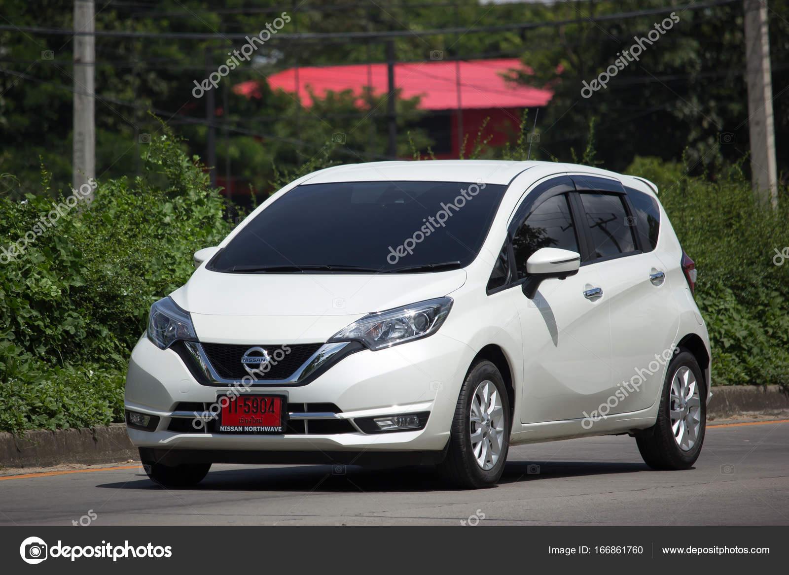 neues Öko-auto nissan note — redaktionelles stockfoto © nitinut380