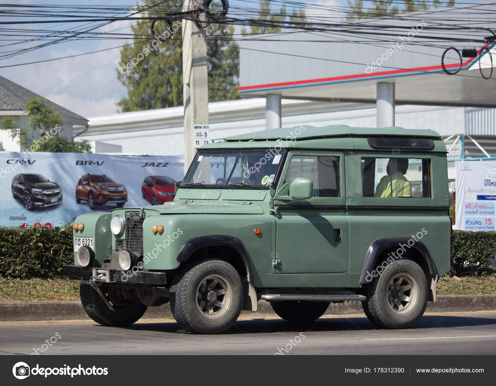 Private car Land Rover mini Truck – Stock Editorial