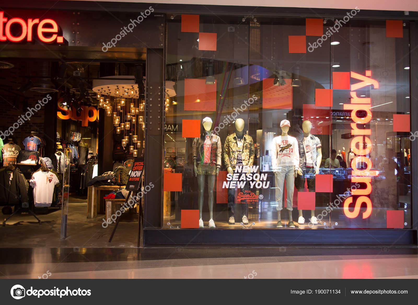 8bbf5bfb6b SUPERDRY negozio. Superdry Abbigliamento design e produzione compan ...