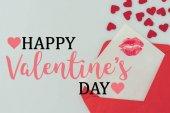 felülnézet boldog Valentin-nap képeslap ajkak nyomtatni borítékban elszigetelt fehér
