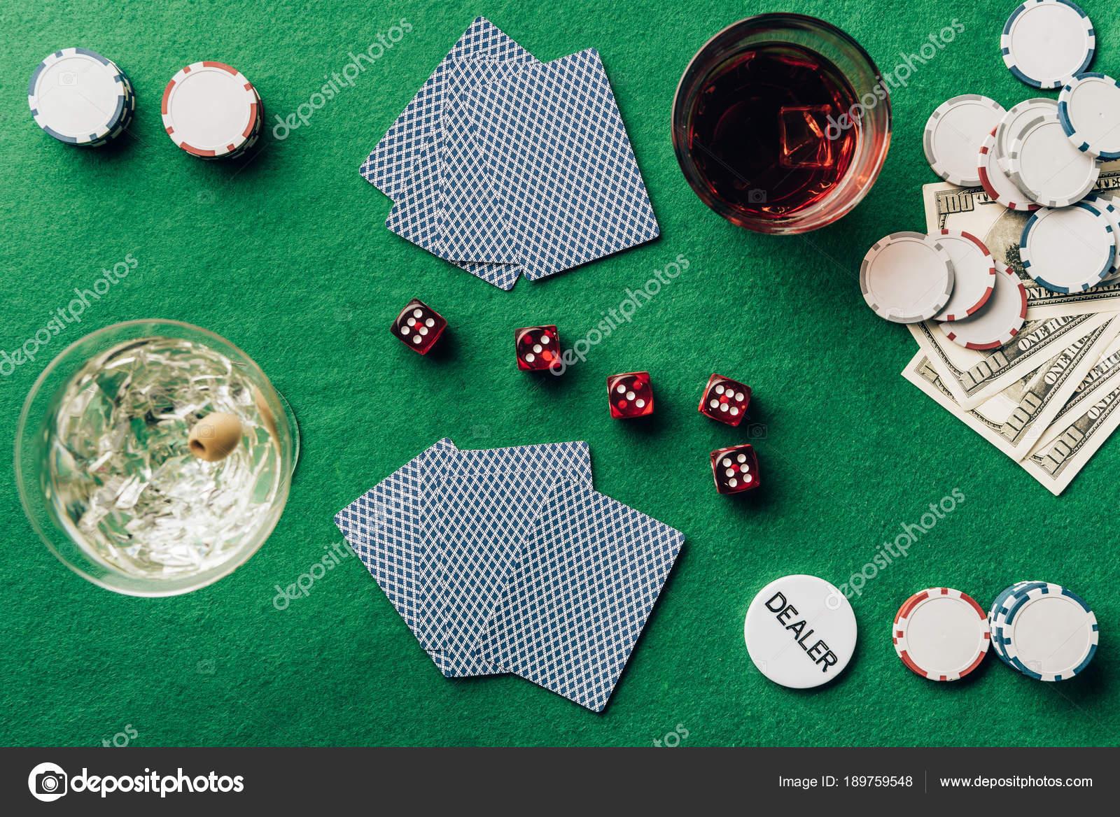Juego De Casino Con Dados Concepto Juego Con Alcohol Mesa Casino