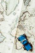 Fényképek felülnézet játék autó, térképen