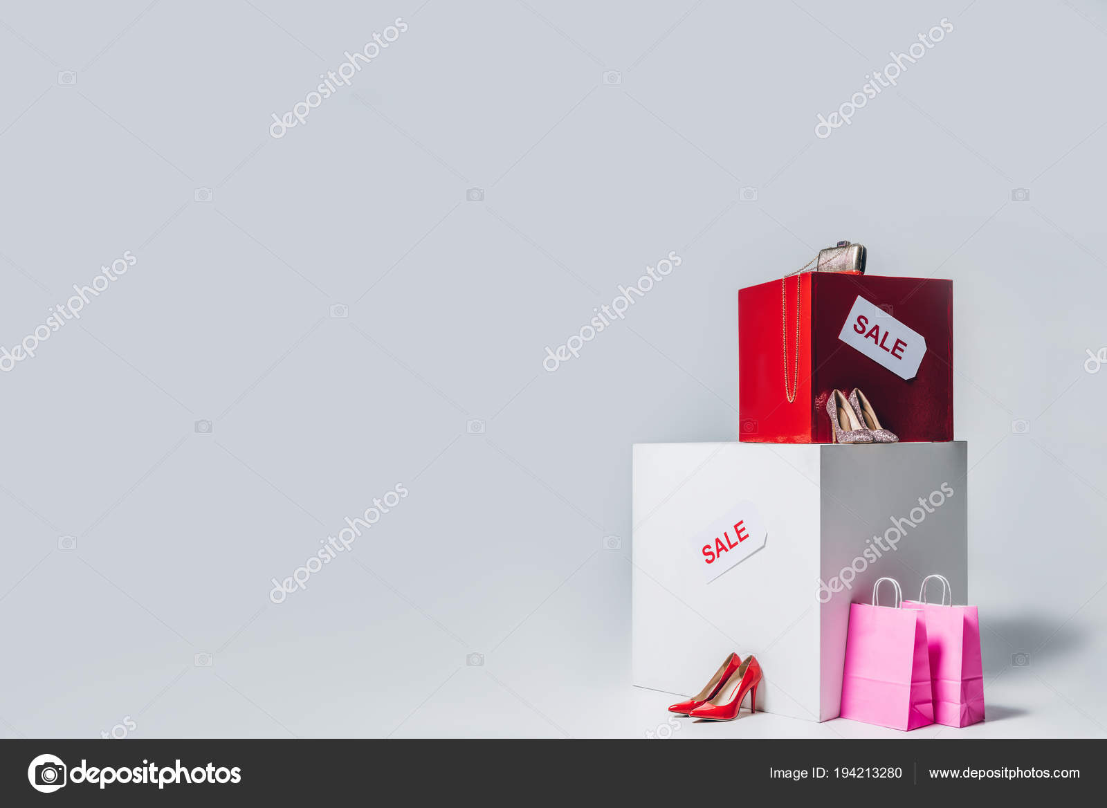 695e30de5a58 Handbag High Heels Shopping Bags Sale Signs Summer Sale Concept — Stock  Photo