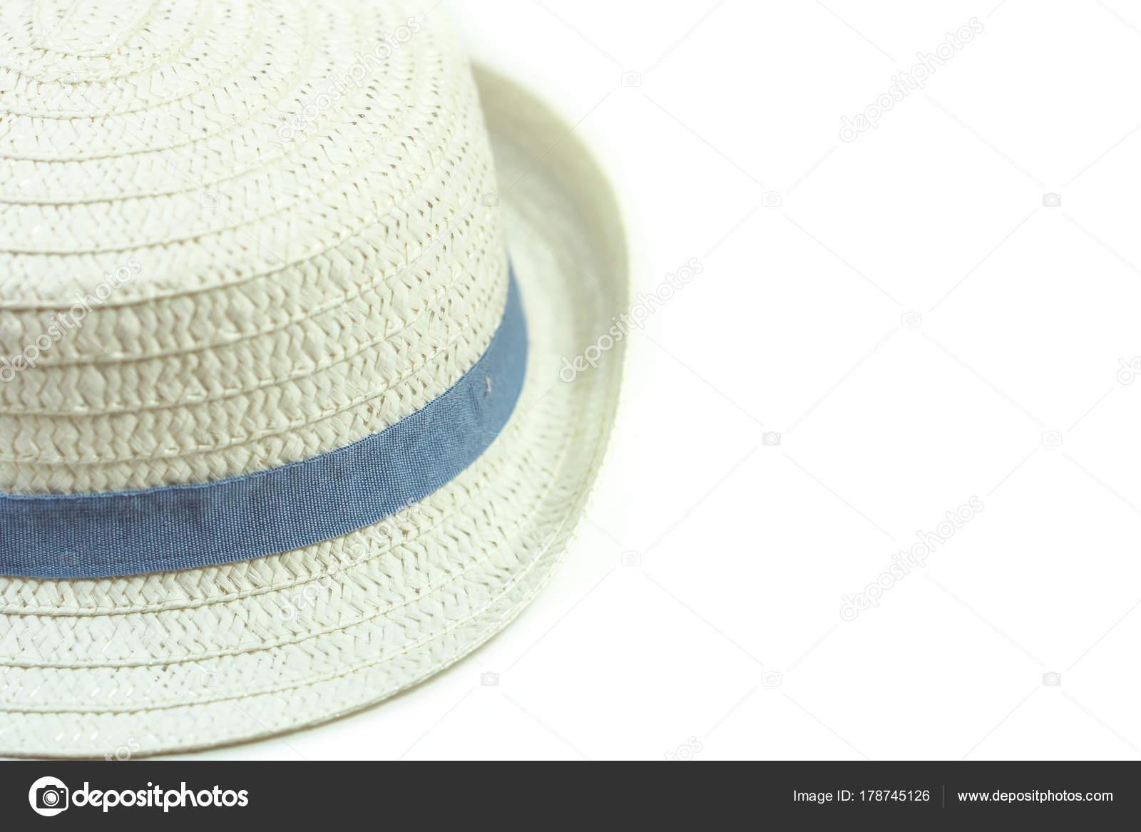 7aa6d655fb0f6 Chapéu Panamá branco sobre fundo branco — Fotografia de Stock