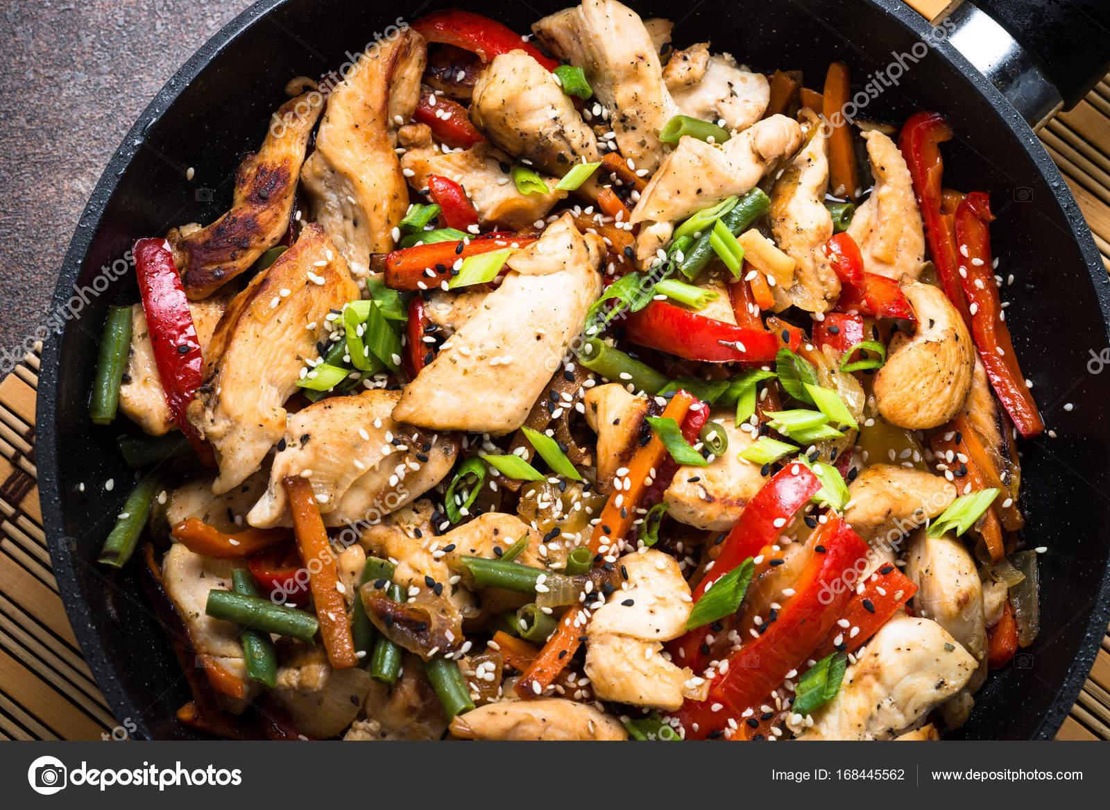 Курица с овощами жарить