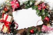 Vánoční pozadí s dárek a dekorace.