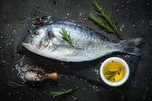 Fényképek Dorado és a hozzávalókat főzés