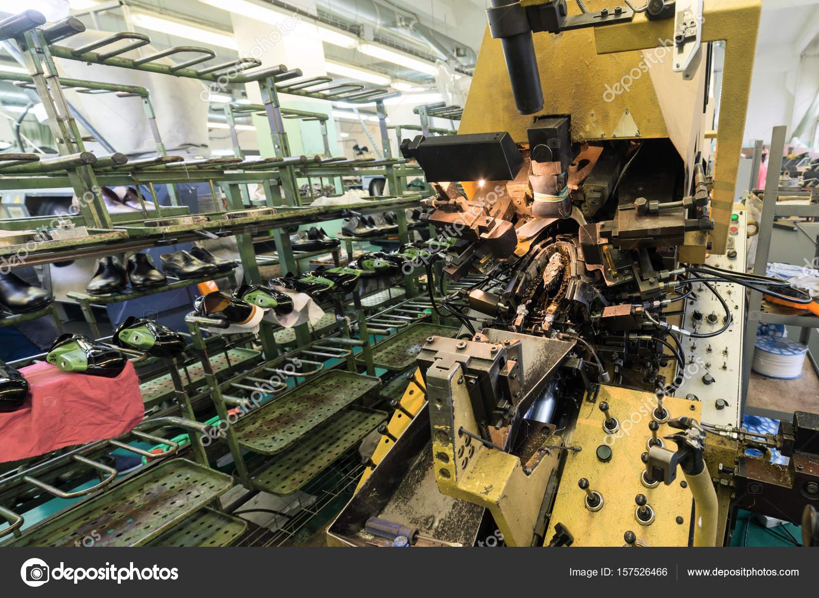 f68c498811 Equipos y máquinas para la producción de calzado — Foto de Stock