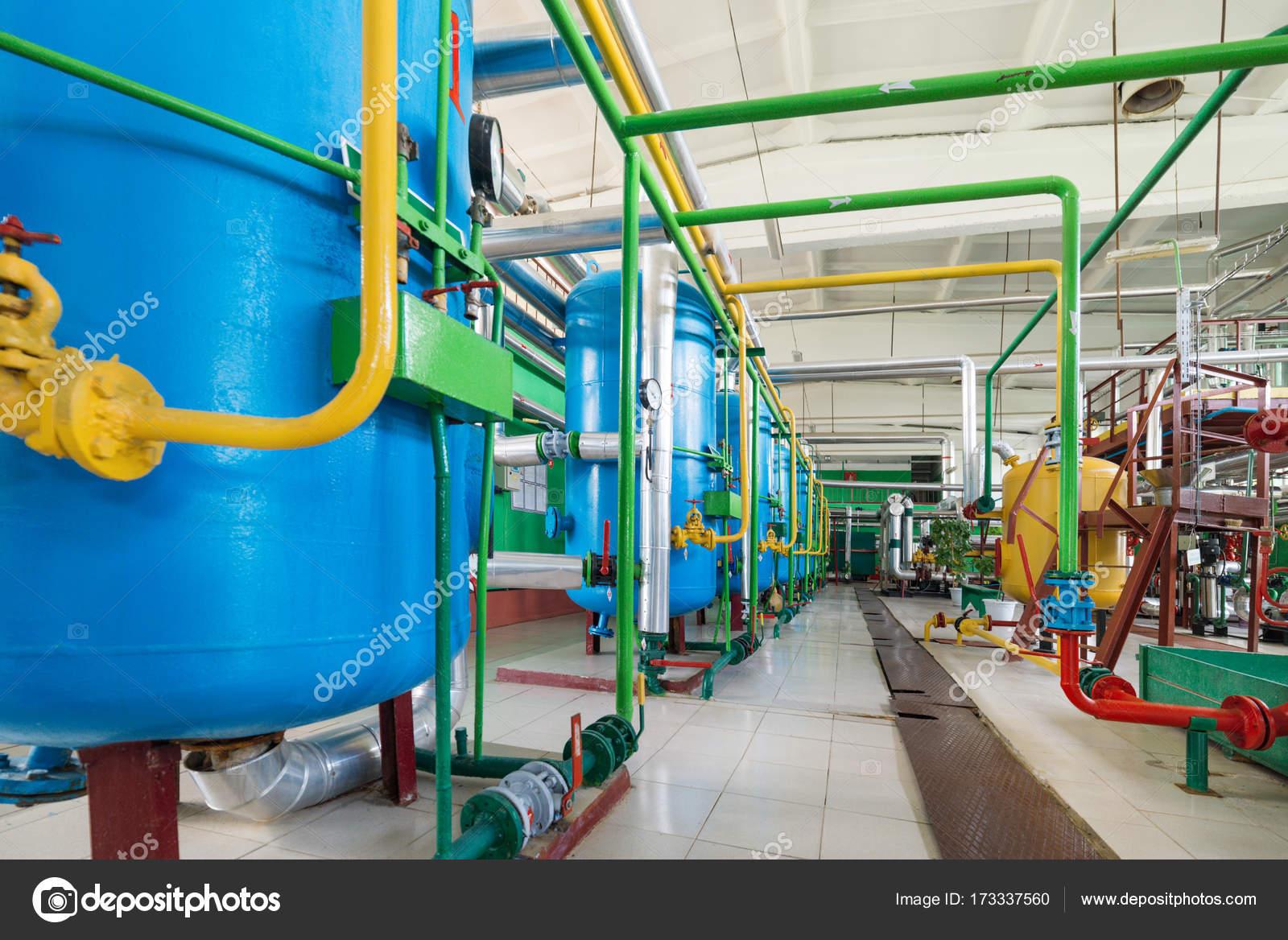 Wasseraufbereitungsanlage für Kessel-station — Stockfoto © Nordroden ...