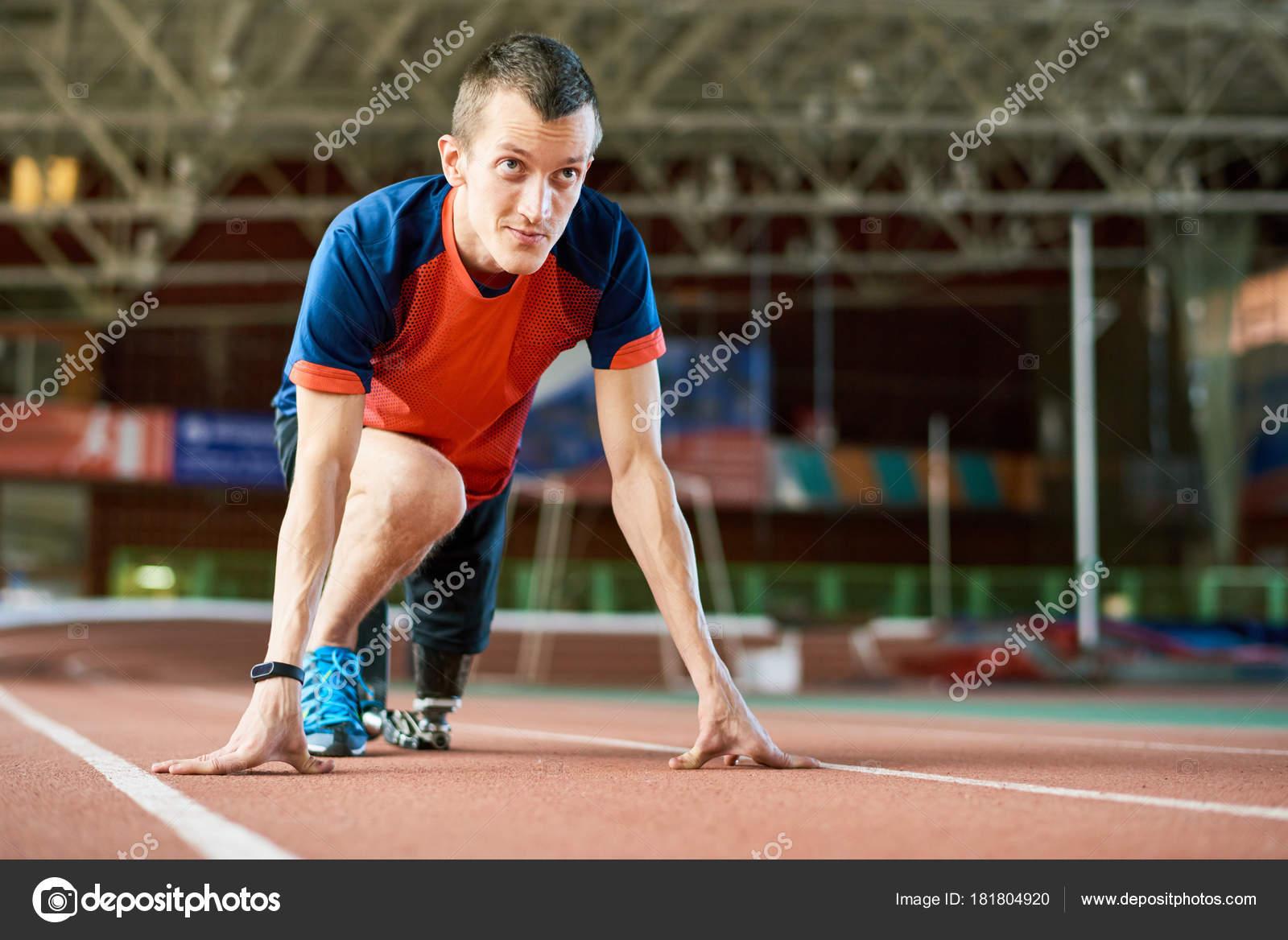 Motivacional Retrato Atleta Jovem Amputado Posição Inicial
