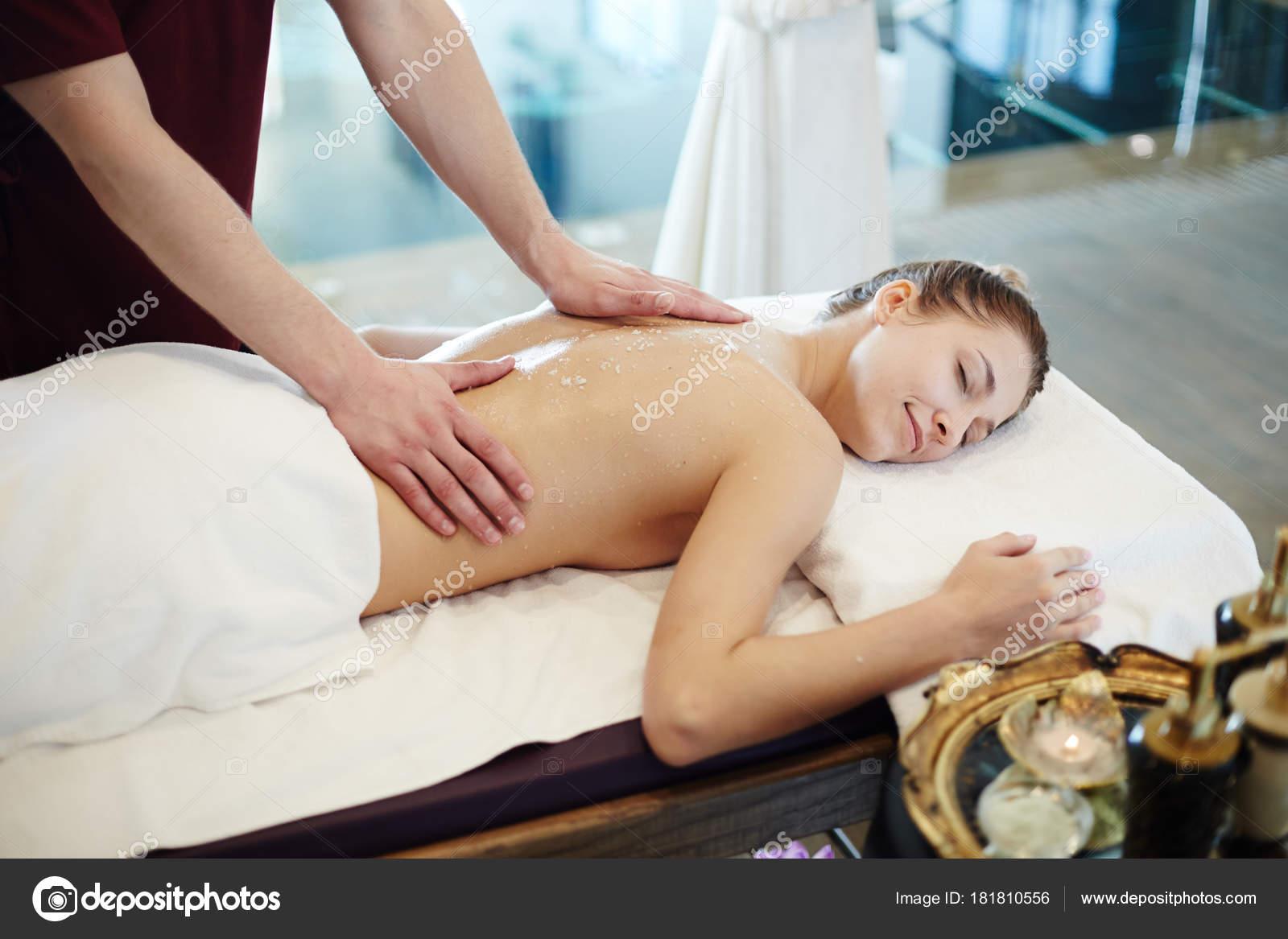 Секс принудительный на массаже, Порно видео с массажем, делает массаж парню 10 фотография