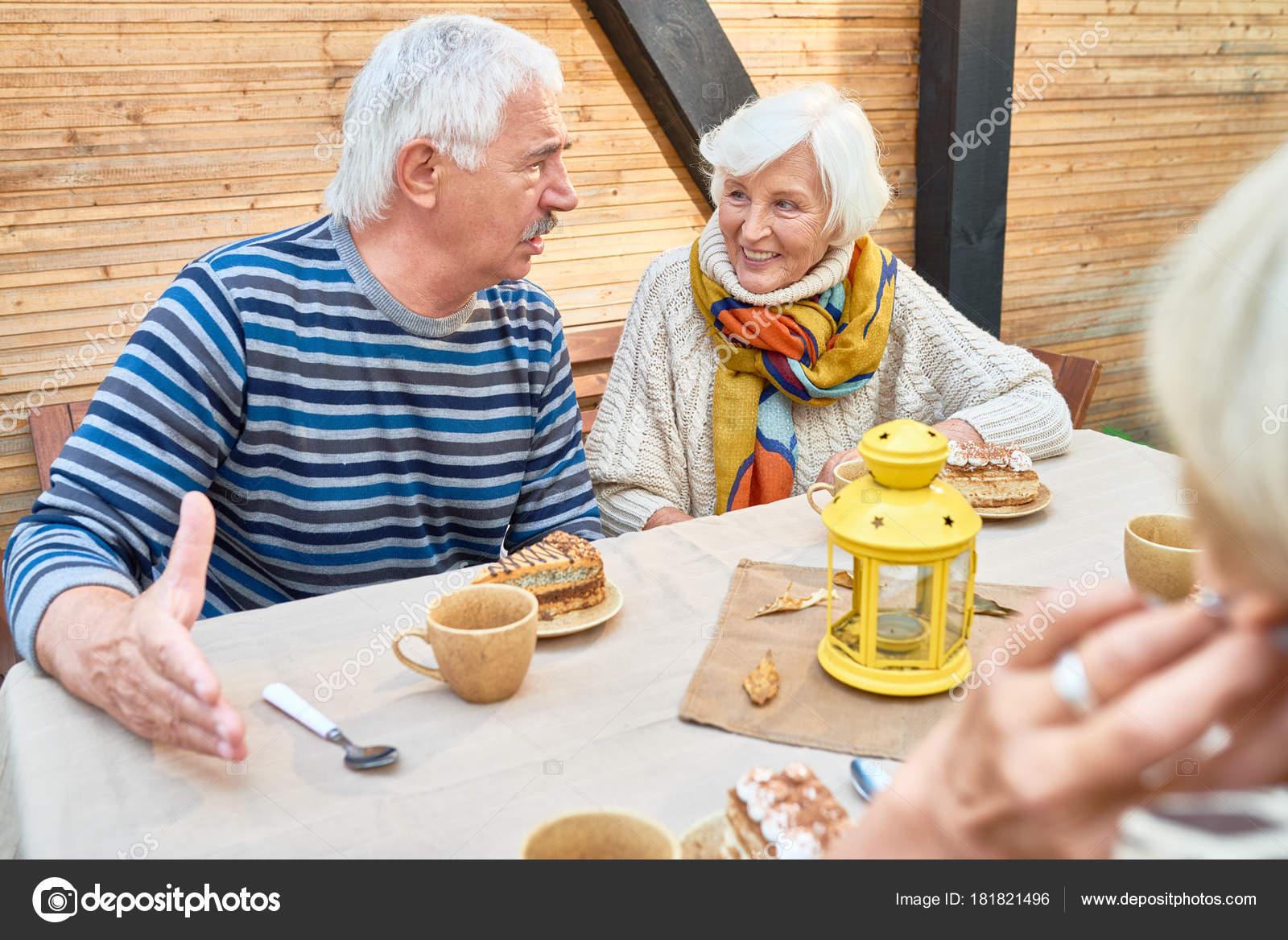 Chatování setkání s přáteli