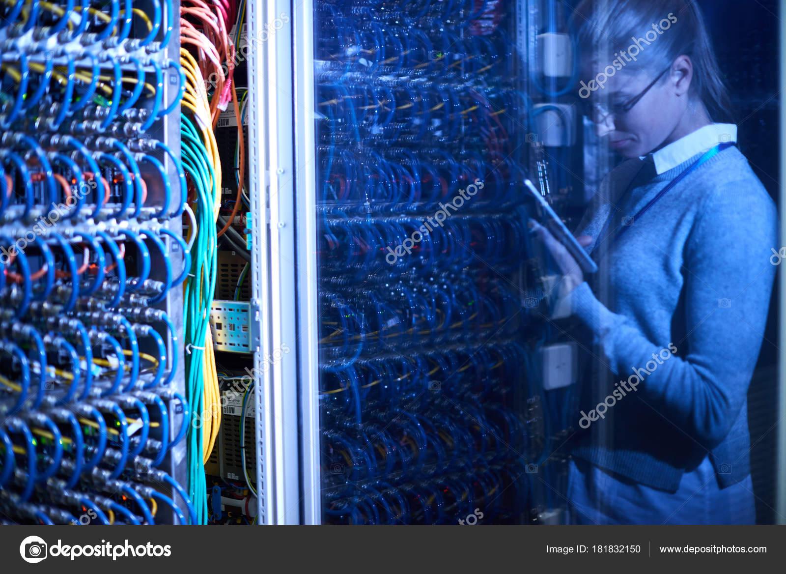 Hintergrundbild Der Supercomputer Serverschränke Mit Drähte ...
