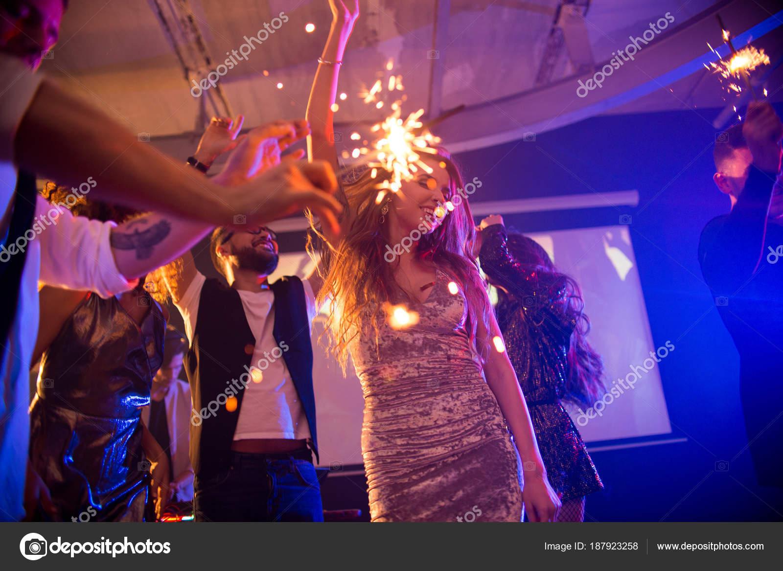 Grupo Moda Gente Joven Celebrando Día Fiesta Discoteca Quemar ...