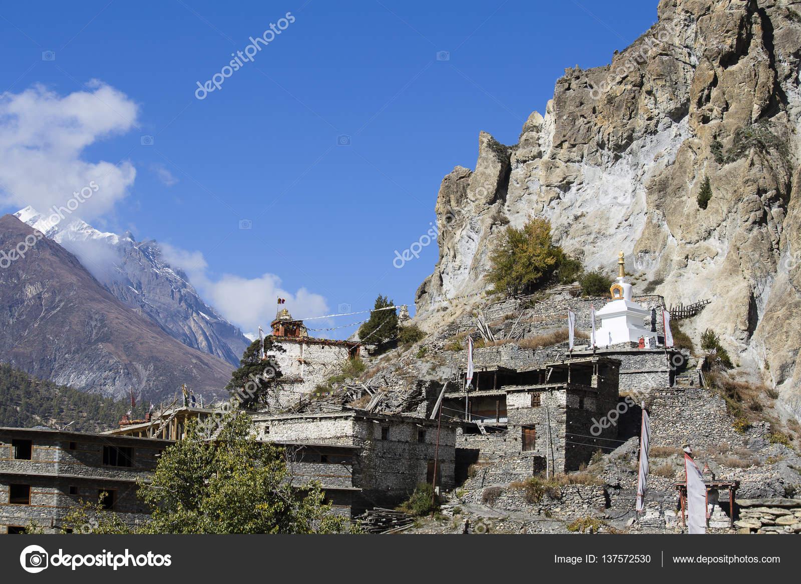 Tradizionale in pietra costruire villaggio di manang for Costruire casa tradizionale