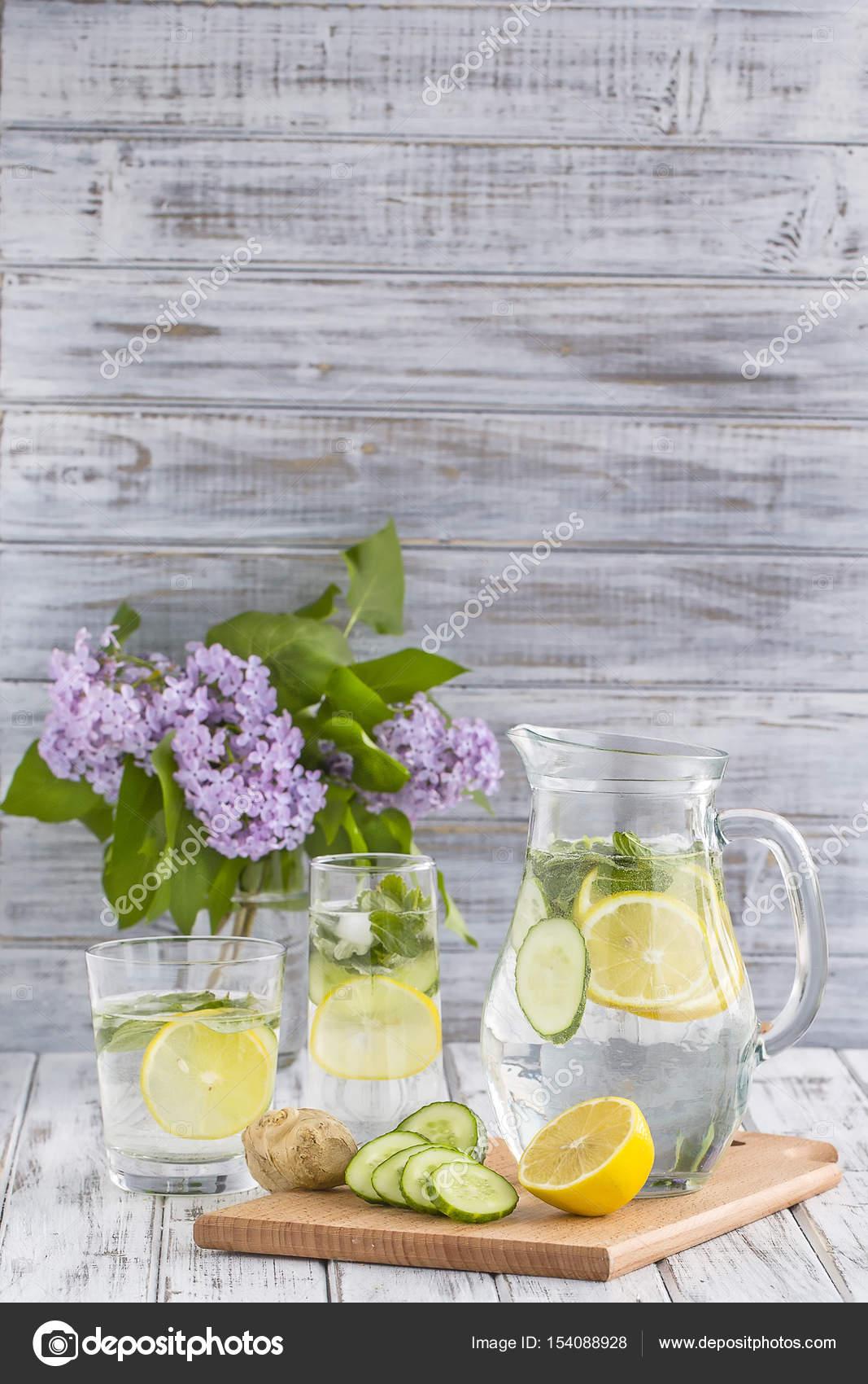 Boisson Dietetique Detox Avec Citron Jus Gingembre Concombre Et