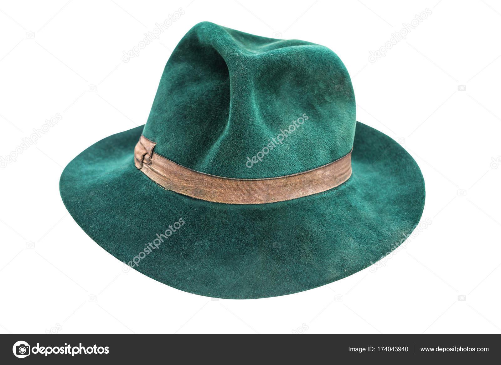 47e9339d10c15 Antiguo sombrero hombre verde aislado en blanco - sombrero antiguo hombre —  Foto de ...