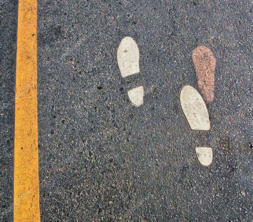 Картинка следы на дороге