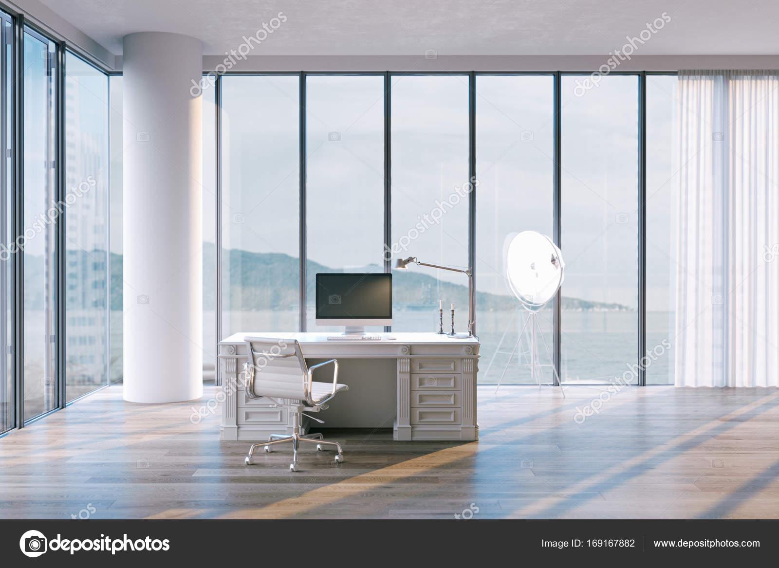 Minimalistische blogger büroeinrichtung penthouse mit großen