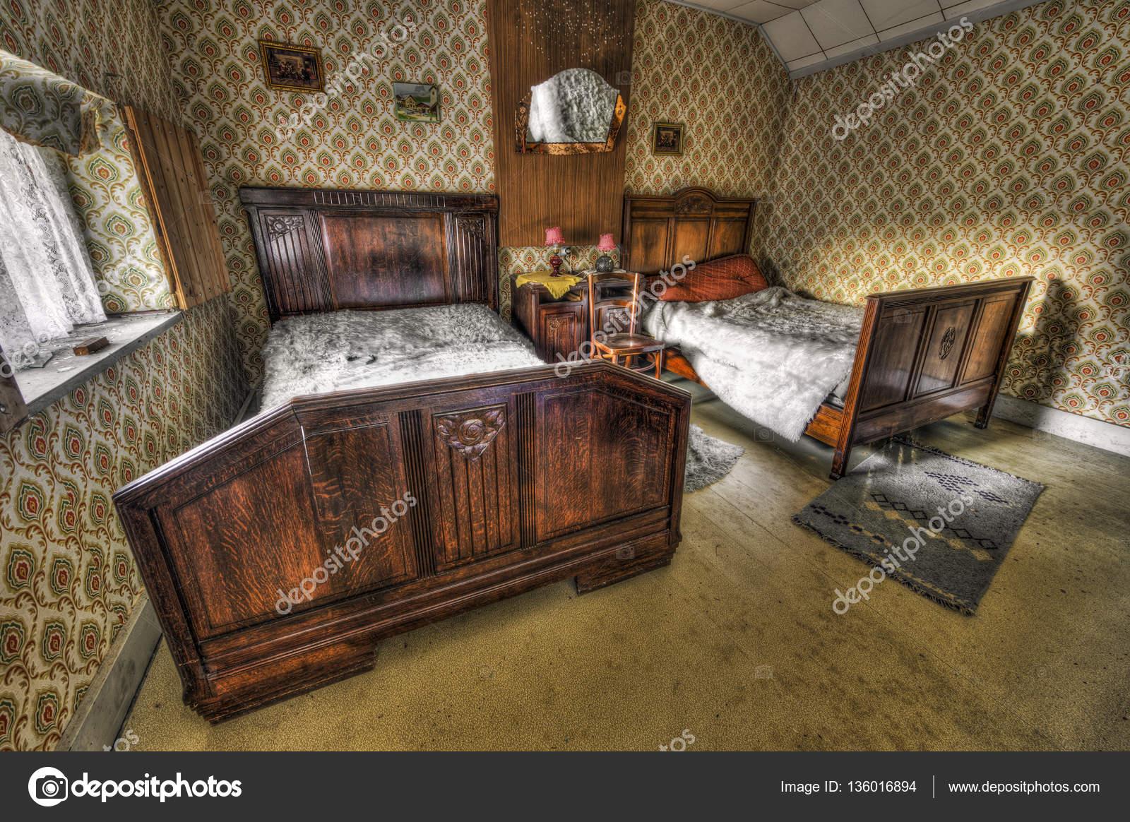 Camera da letto decaduto in una casa abbandonata foto for 3 piani casa casa camera da letto