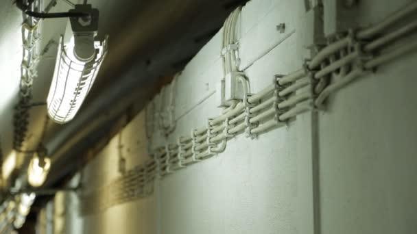 Elektrické instalace v podzemním bunkru ze studené války