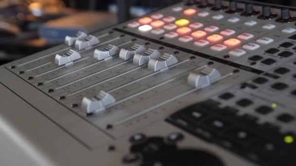 closeup audio mixážní pult