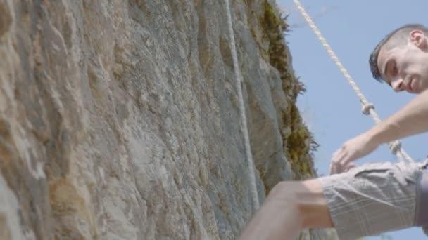 Mužské lezec vyleze rock