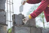zedník s lopatkou instalaci cementové cihly